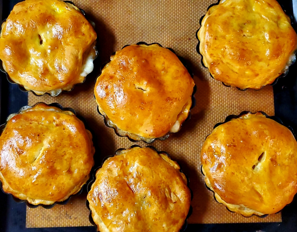 Delicious chicken and mushroom mini tarts made from those ever faithful refrigerator biscuits. Feed a lot on a little money.